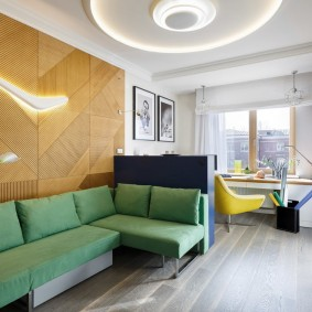 Зеленый диван угловой формы
