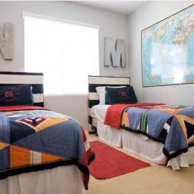 Детские кровати в комнате мальчиков
