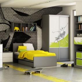Желто-серая комната для мальчика подростка