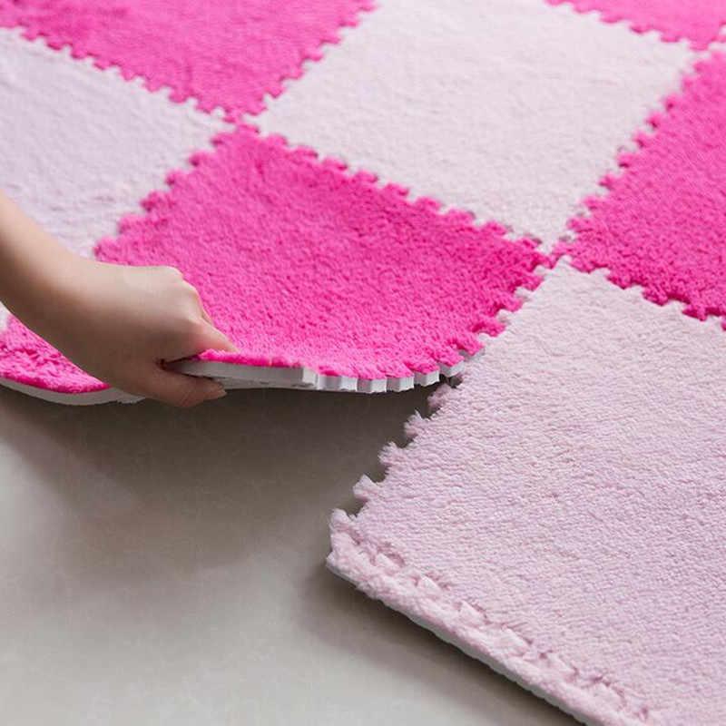 Розовая расцветка мягкой плитки детского коврика