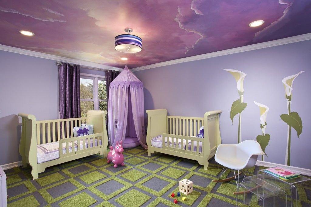 Мягкий ковер на полу комнаты для младенцев