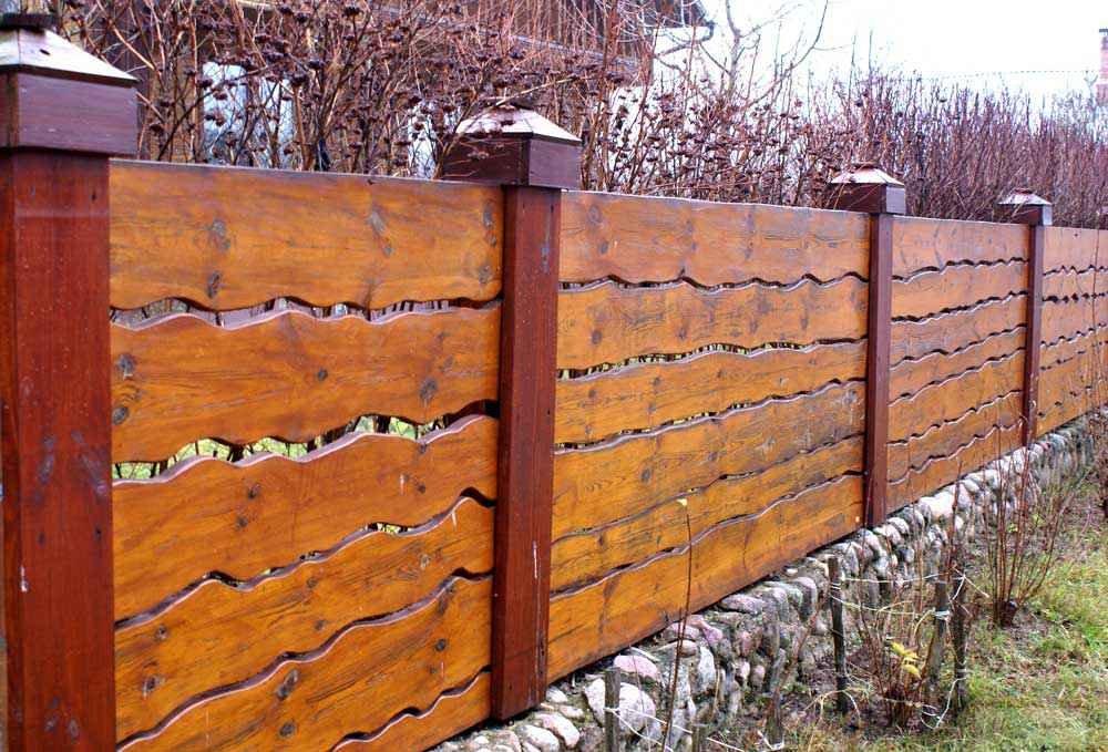 красивый забор из горбыля