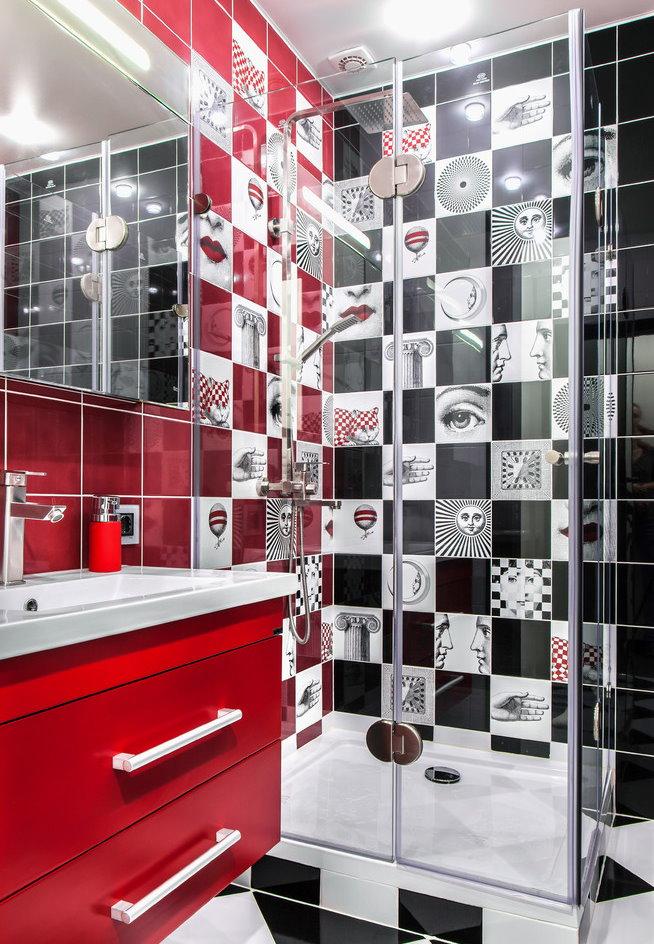 Красная тумба под раковиной в ванной площадью 3 кв м