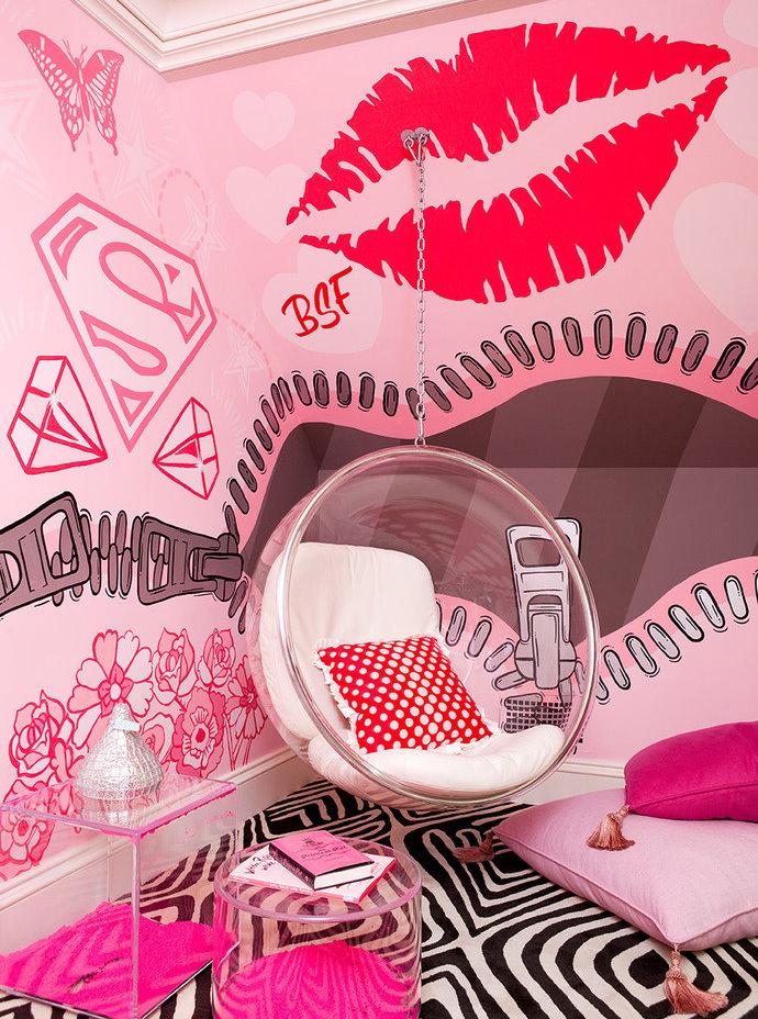 Яркий декор комнаты современной девочки