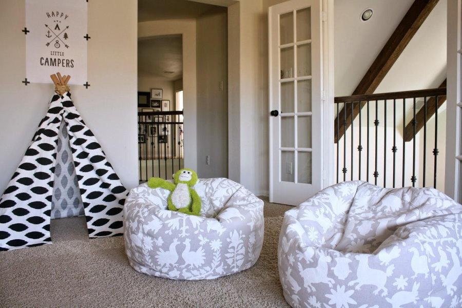Кресло-мешок в игровой комнате частного дома