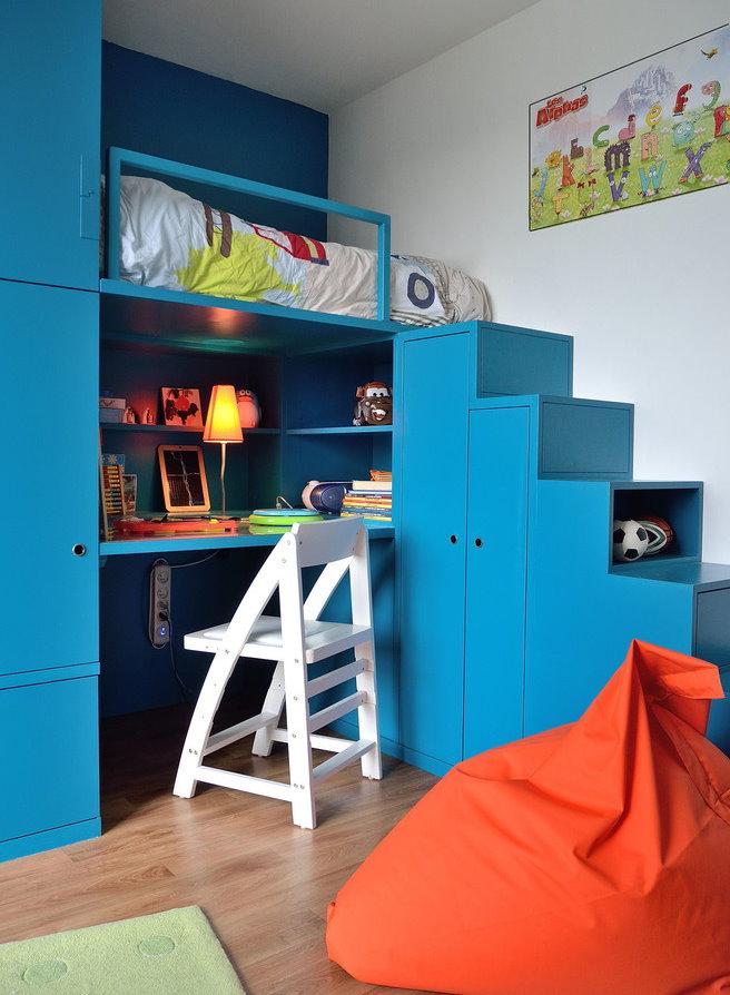 Синяя мебель для мальчика школьного возраста