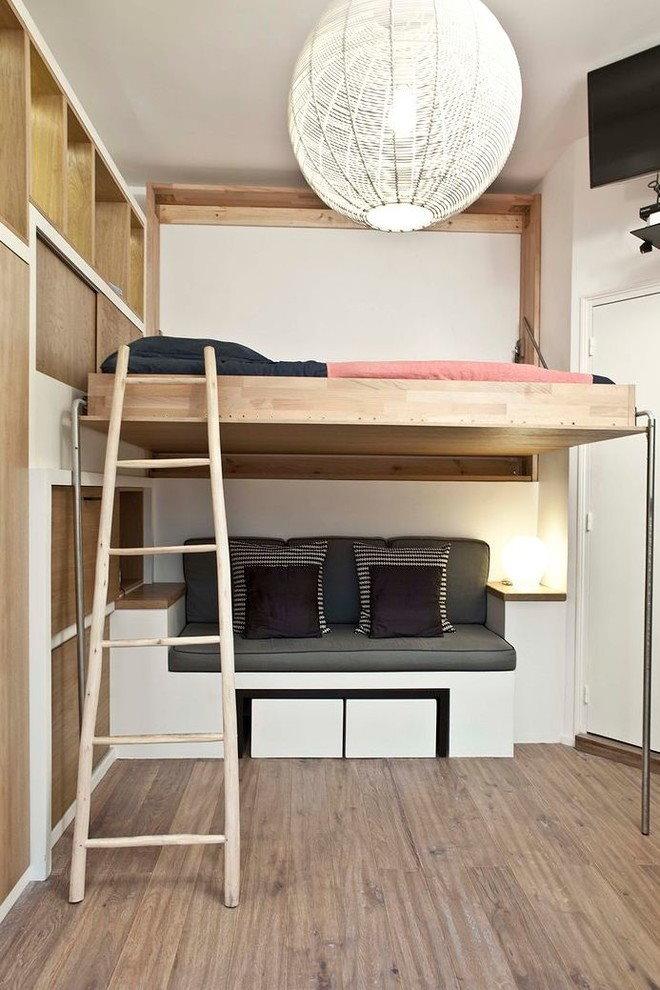 Деревянная кровать-чердак для семьи с ребенком