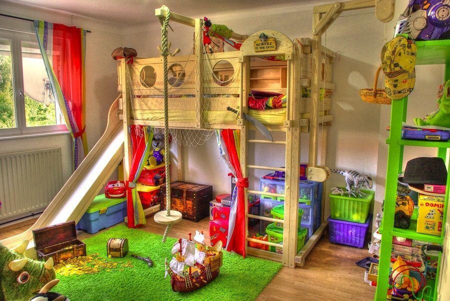 Деревянная кровать-чердак с игровой зоной