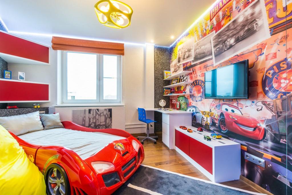 Кровать в стиле авто в комнате школьника