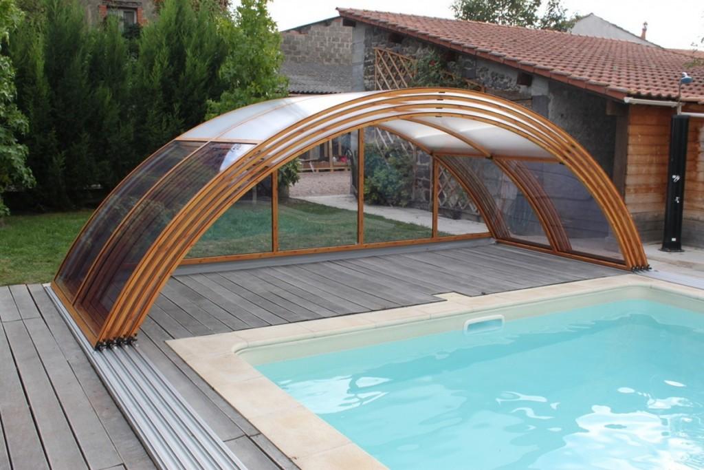 Дворовый бассейн с раздвижной крышей