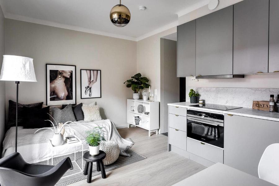 Кухонная зона в небольшой квартире-студии