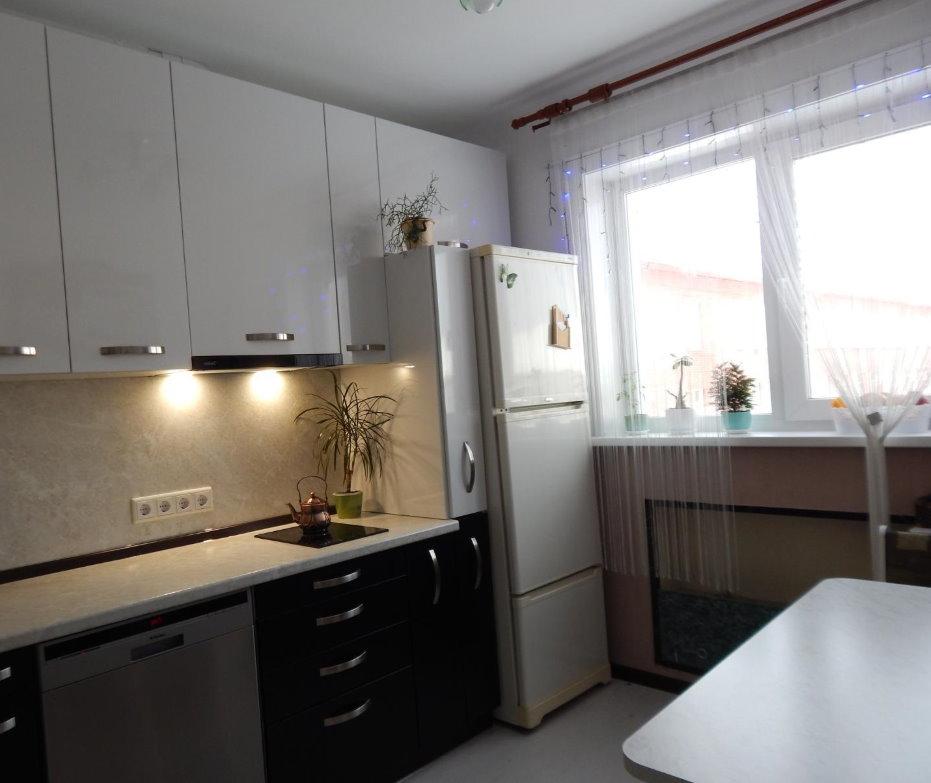 Современный гарнитур на кухне в квартире