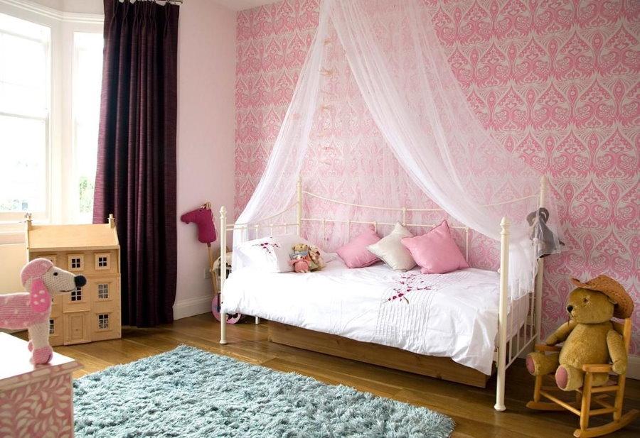 Воздушный балдахин над кроватью дочери
