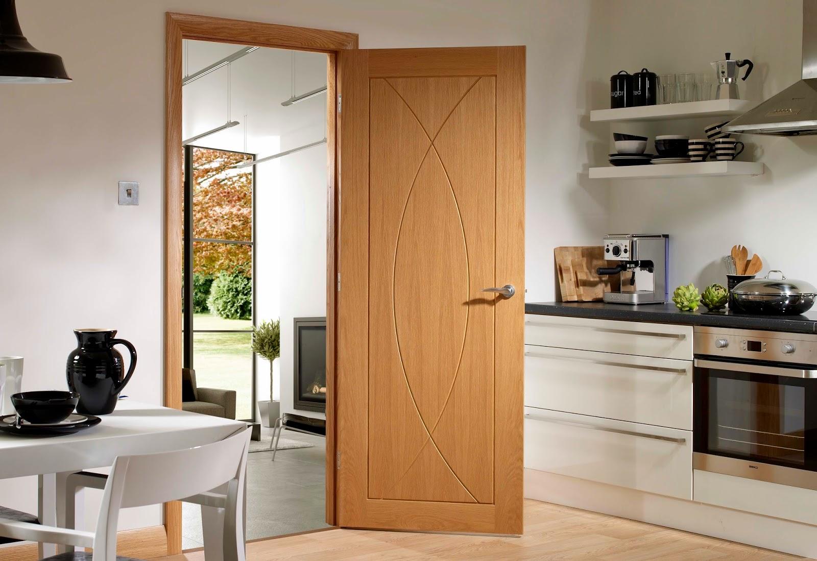 дверь в интерьере кухни