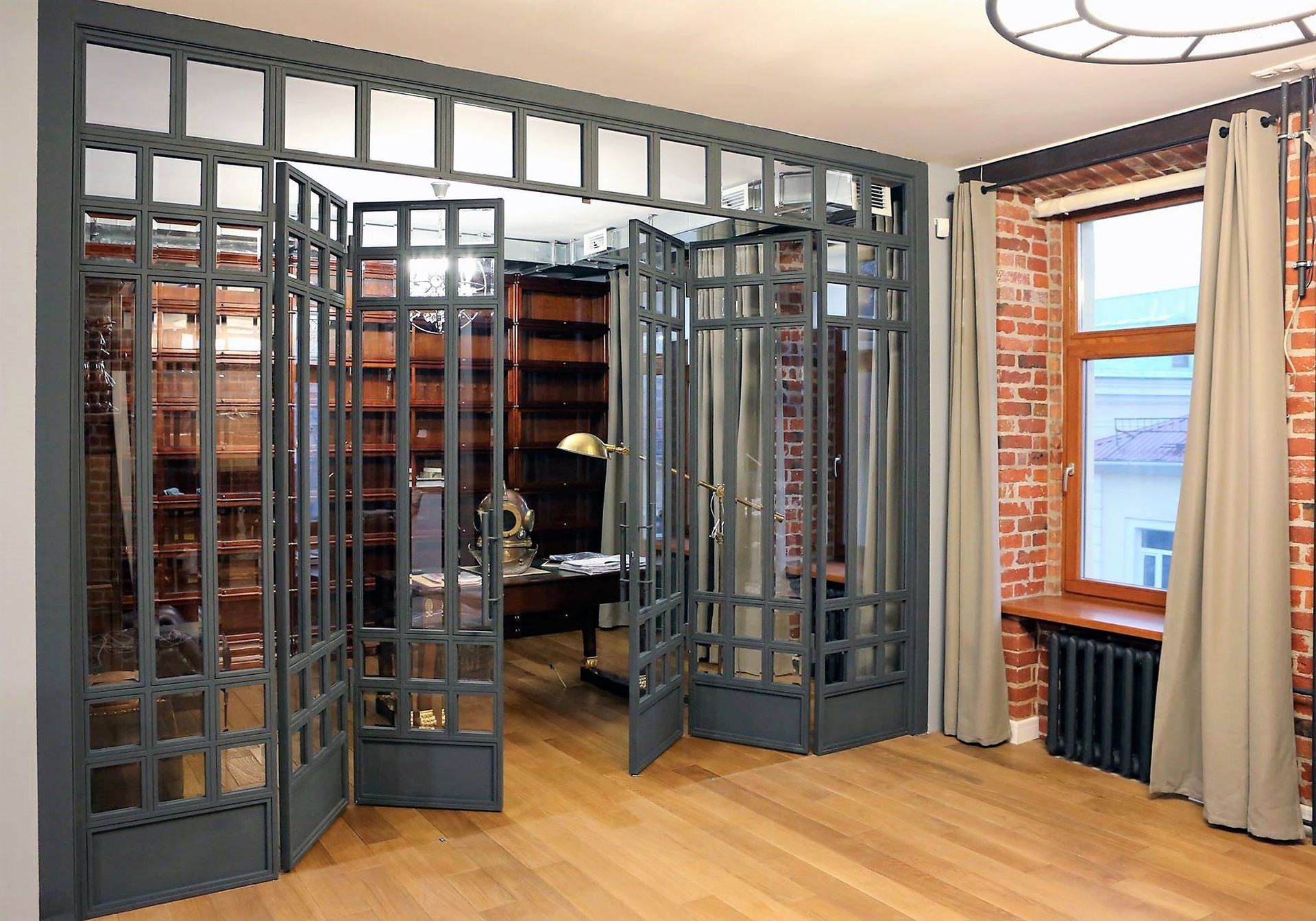 раскладные двери в интерьере квартиры