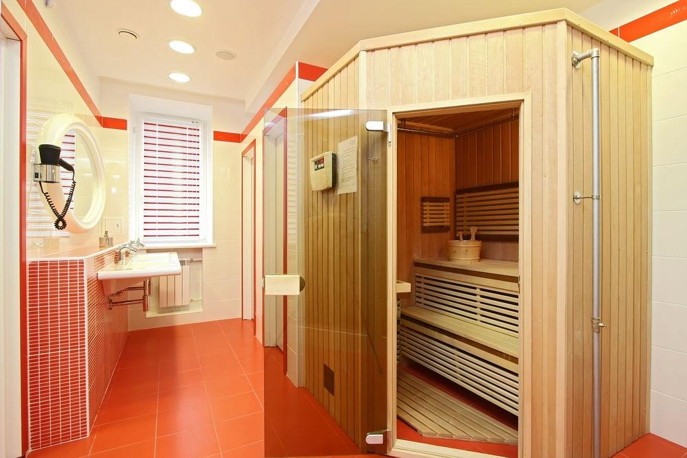 Мини-сауна заводского изготовления в ванной квартиры