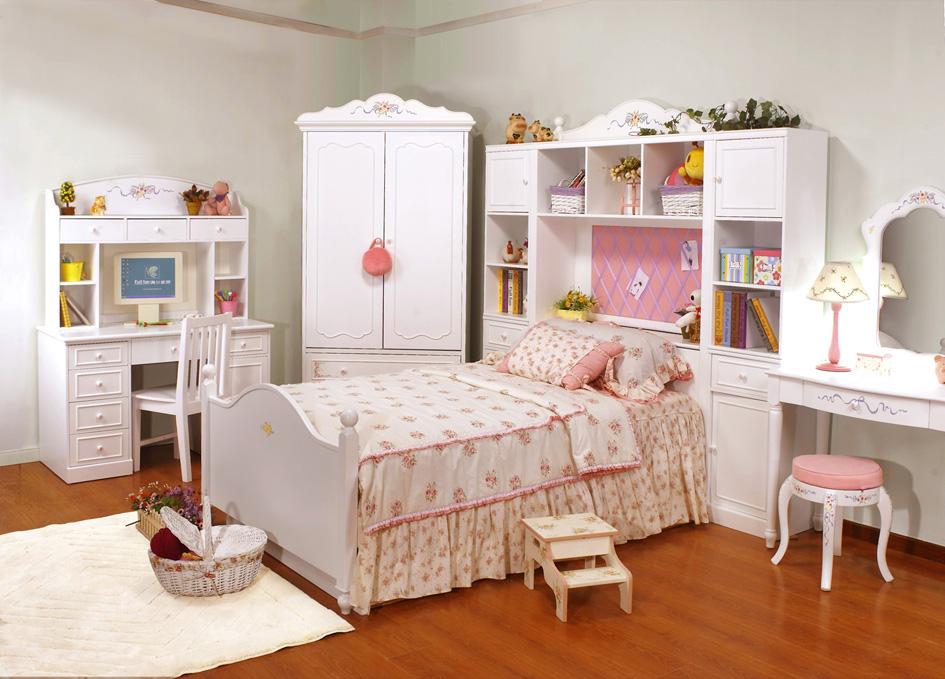 Комплект удобной мебели для детской комнаты