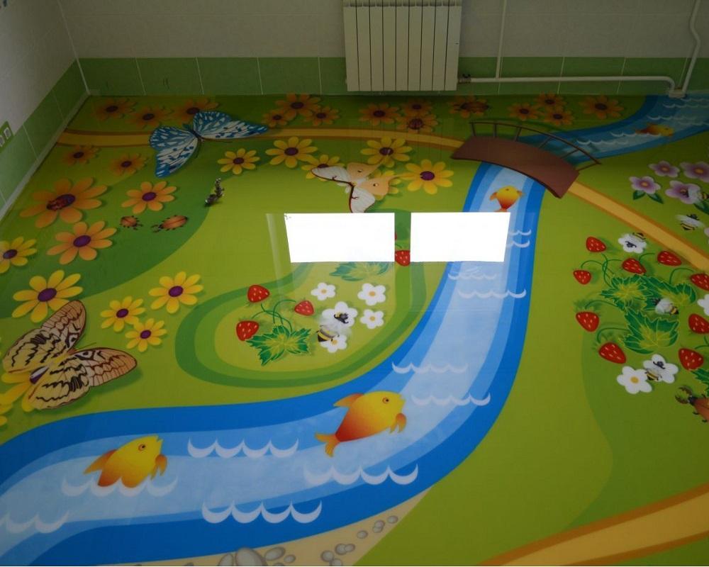 Рисунки из мультфильмов на наливном полу в детской