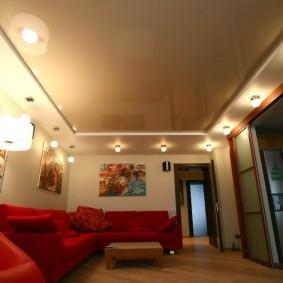 натяжной потолок в зале фото варианты