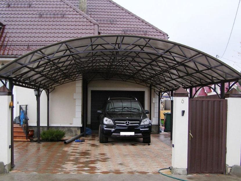 Навес для легкового автомобиля из сотового поликарбоната