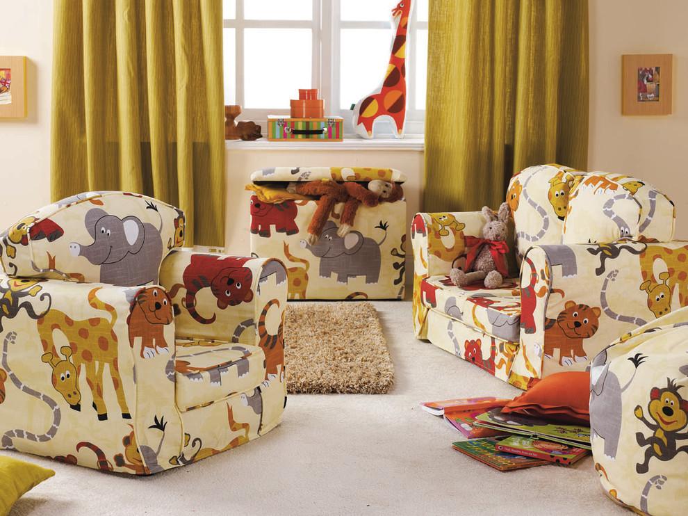Детские кресла с пестрыми рисунками животных
