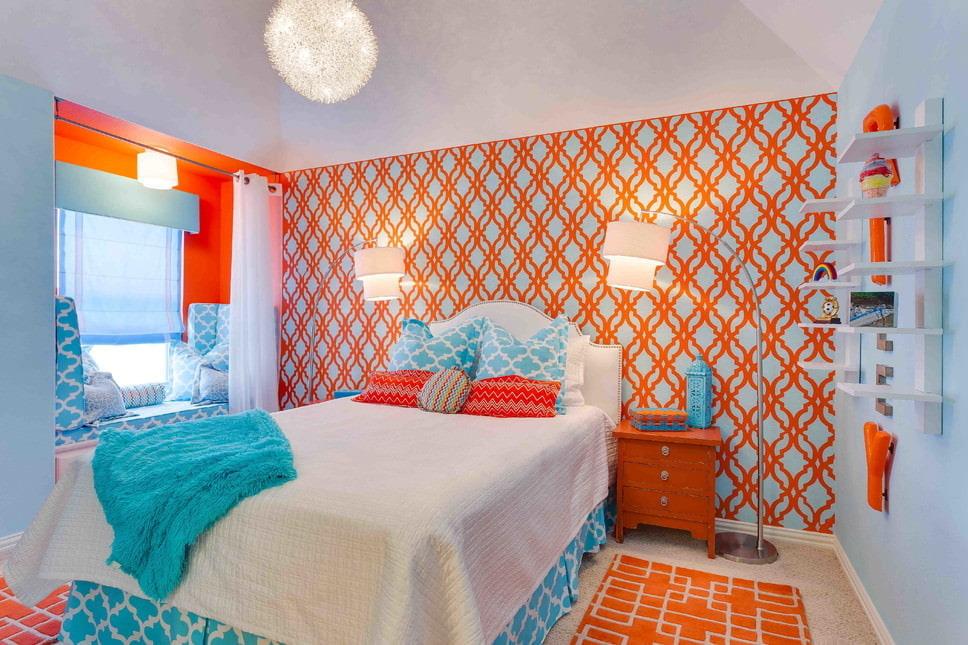 Оранжево-голубые обои в спальне девочки