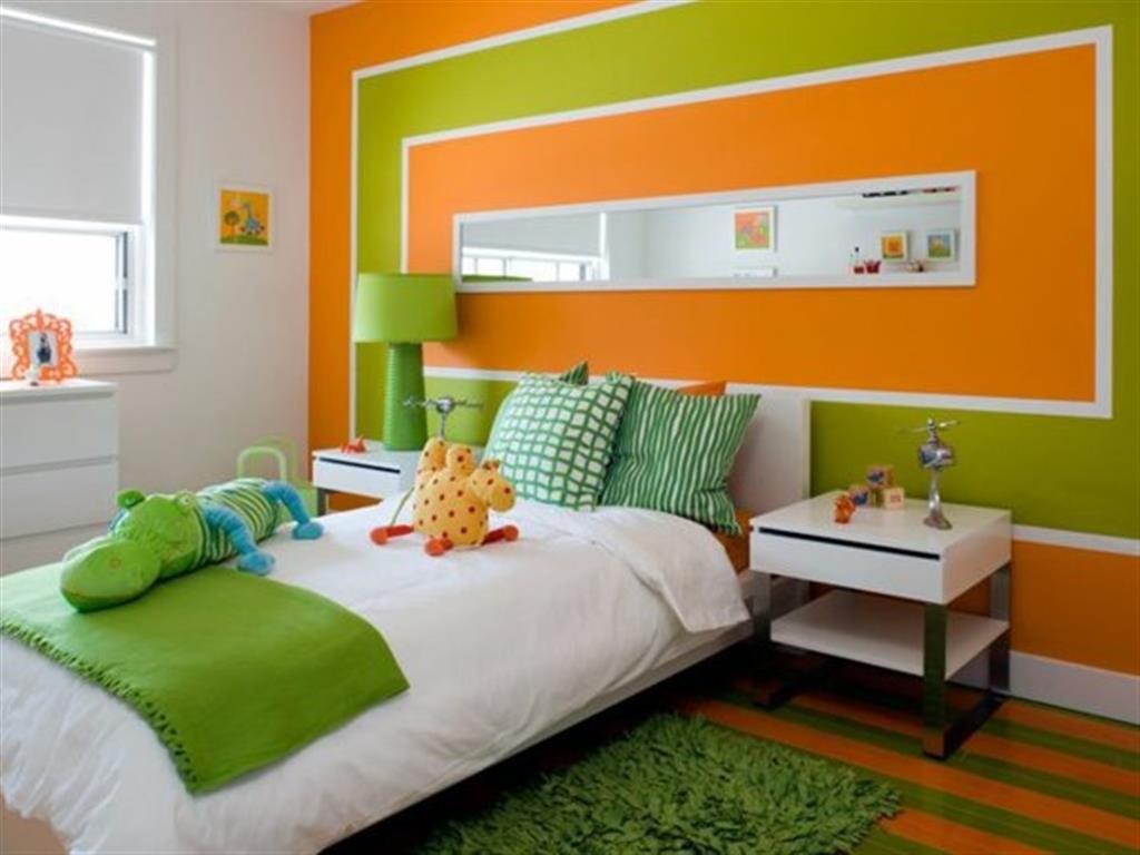Оранжево-зеленая спальня для школьника