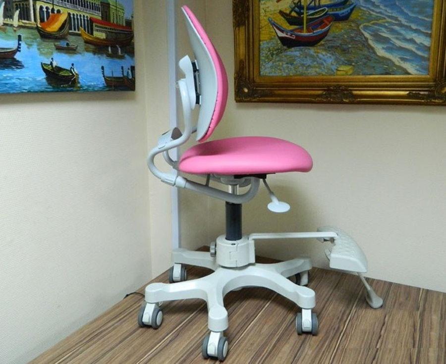 Ортопедический стульчик с обивкой розового цвета