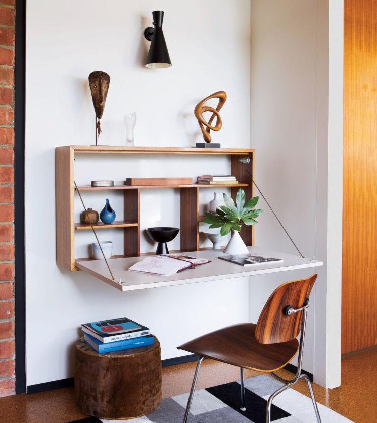 Откидной столик в однокомнатной квартире