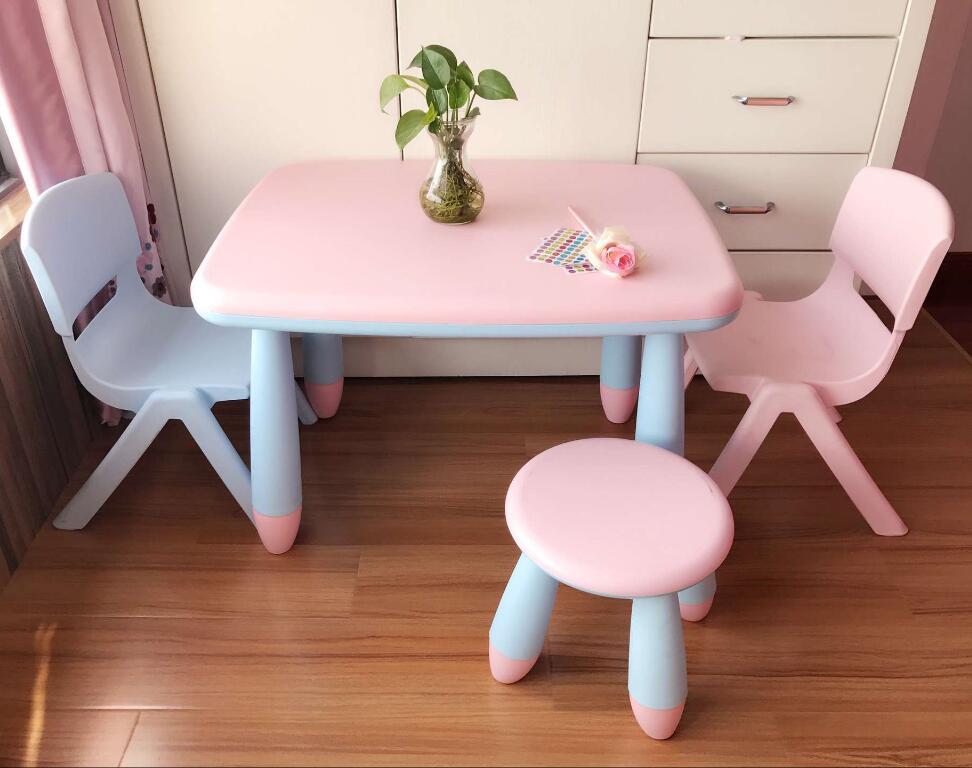 Детская мебель из качественного пластика розово-голубого цвета