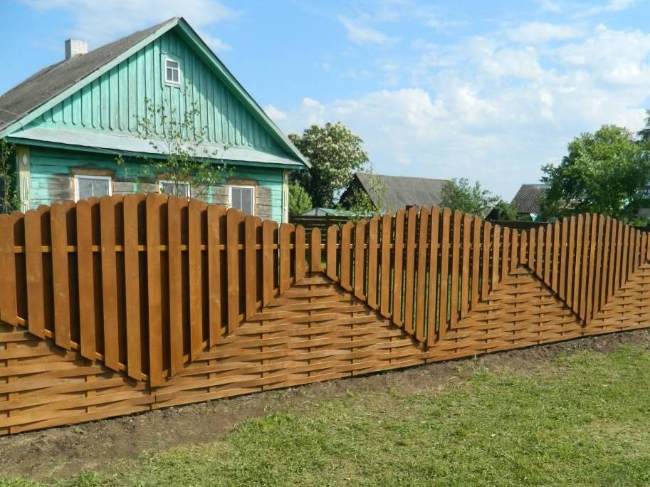 Комбинированный забор из натуральной древесины