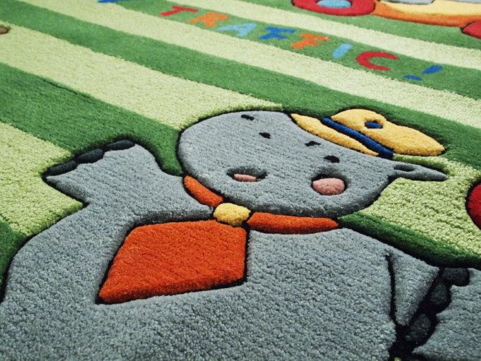 Детский плетенный ковер с красивым рисунком