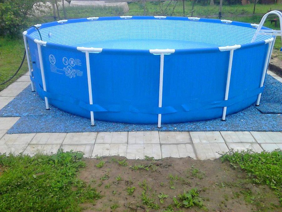 Мягкая подложка од небольшим бассейном стержневого типа