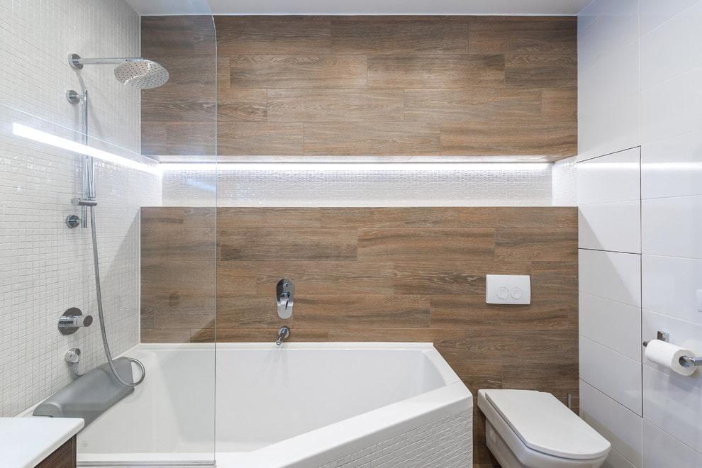 Ниша с подсветкой в ванной комнате с унитазом