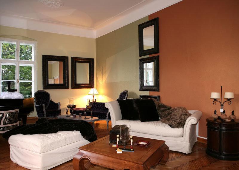 покраска стен в гостиной в два цвета