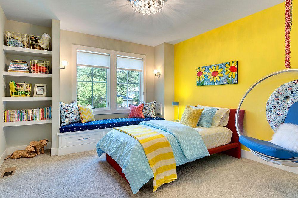 Окраска стены детской комнаты в желтый цвет