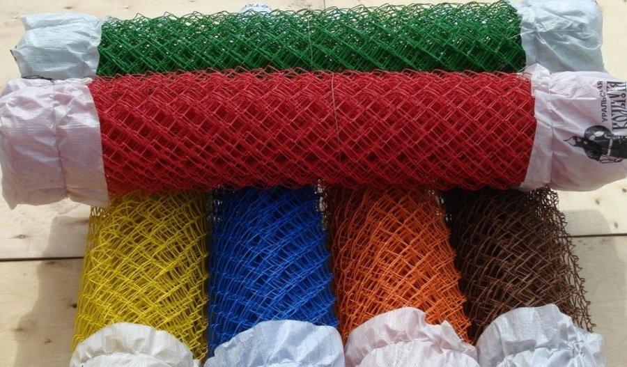 Разноцветная сетка рабица для садового забора