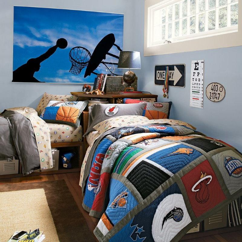 Постер на баскетбольную тему в комнате мальчика