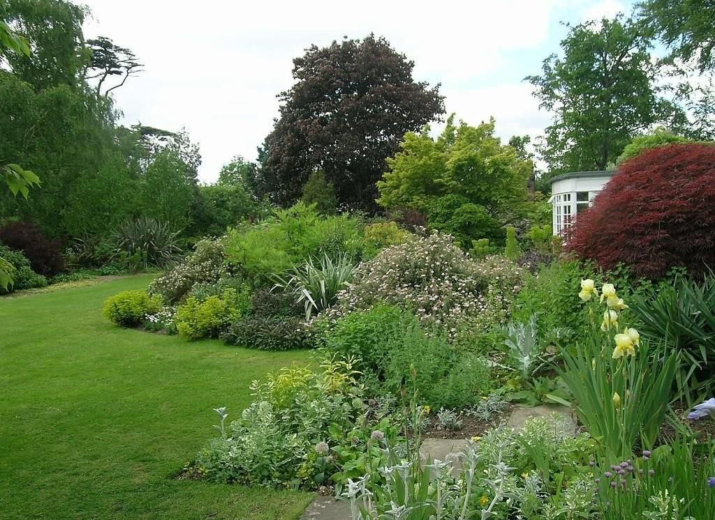 Природный стиль оформления садового участка