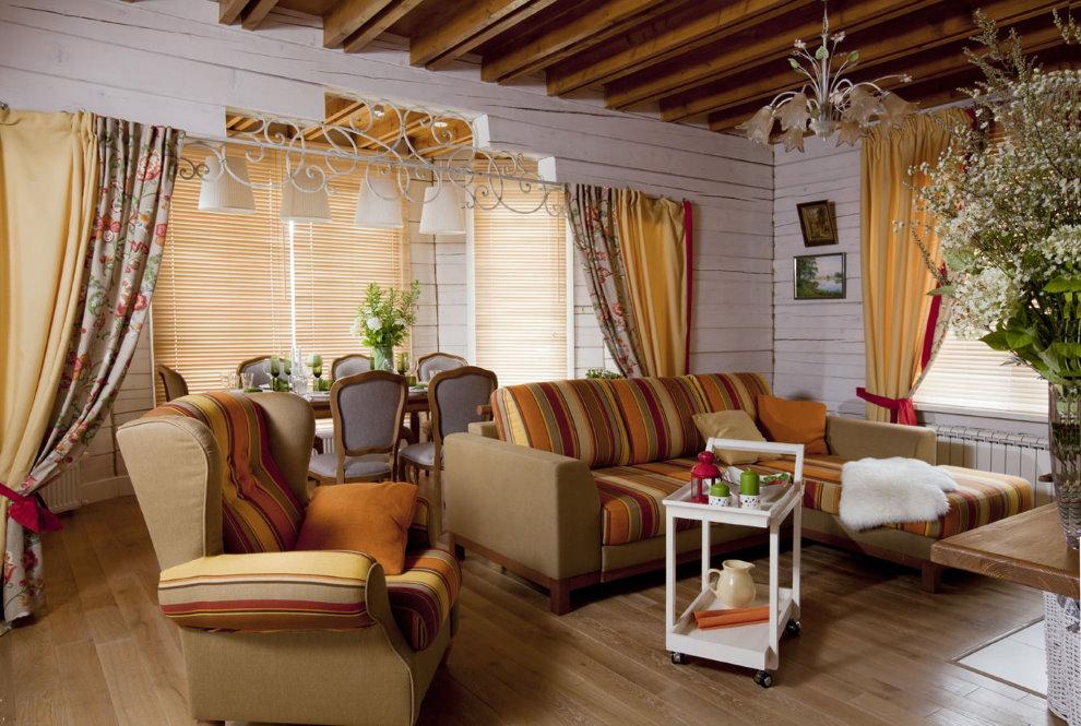 Беленные стены гостиной в стиле прованс