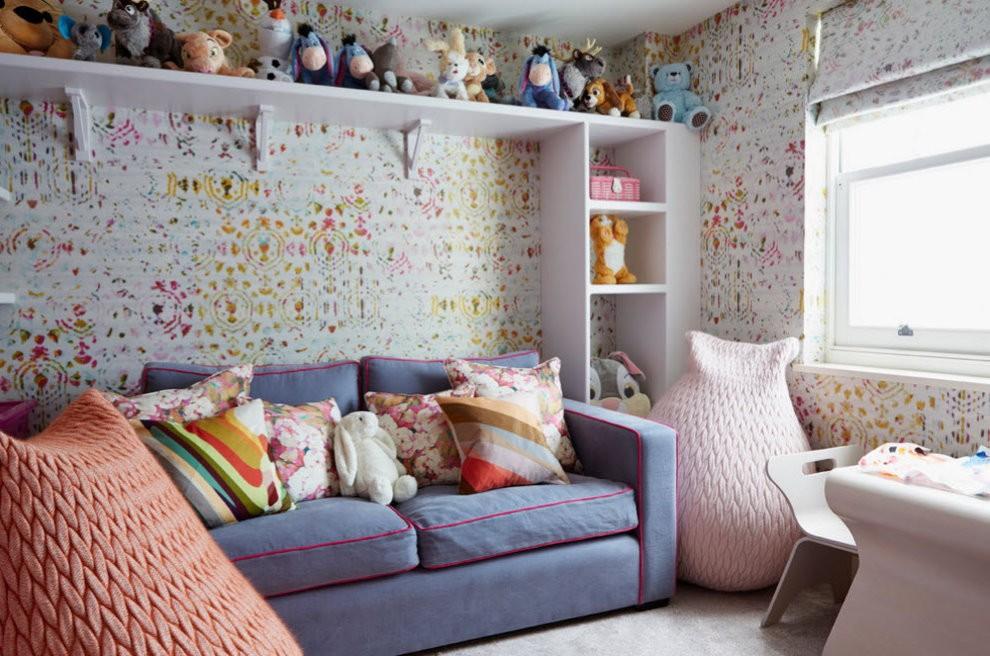 Уютная комната девочки с диваном раскладного типа