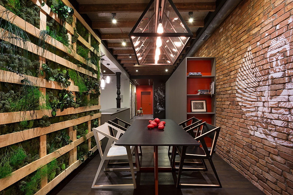 Зеленые растения в интерьере квартиры лофт-стиля