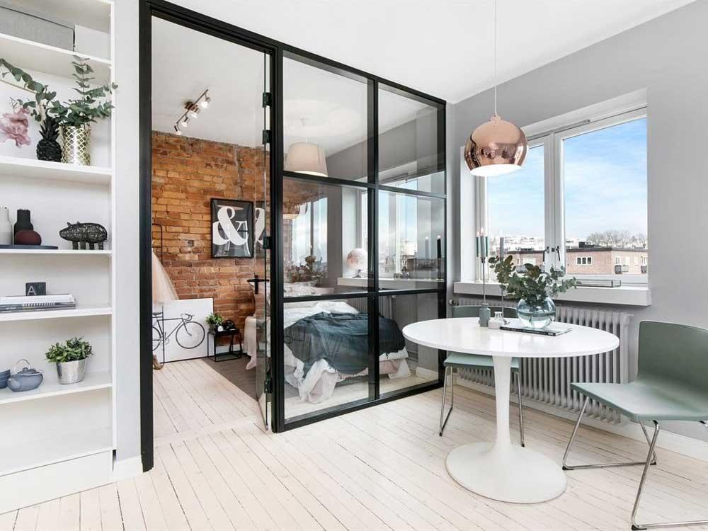 Зонирование перегородкой квартиры студии средней площади
