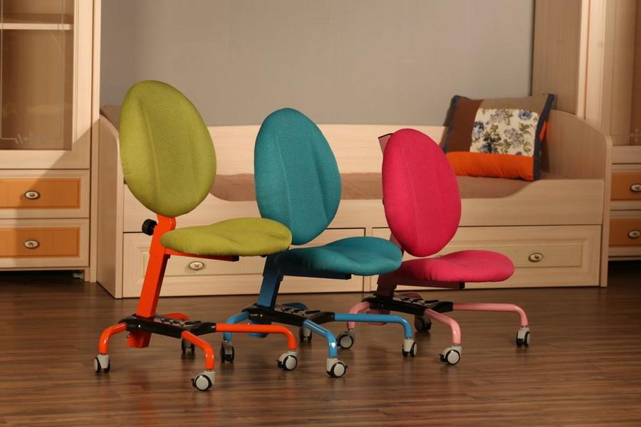 Детские стульчики с обивкой разного цвета
