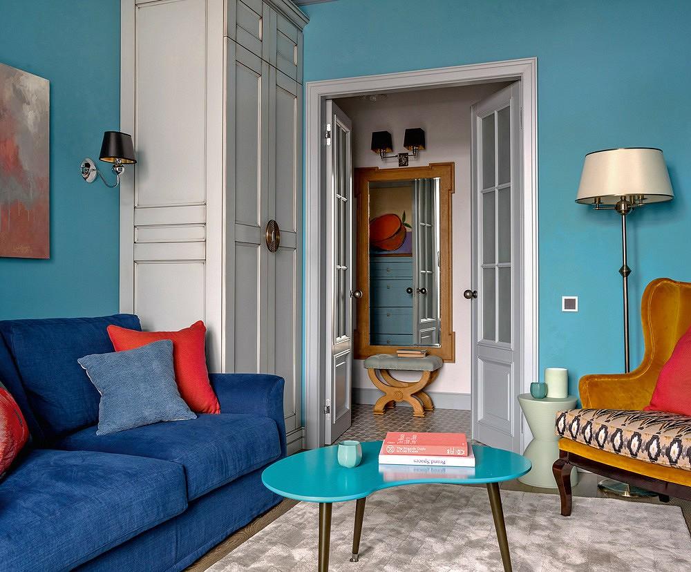 Уютная гостиная трешки в ретро стиле