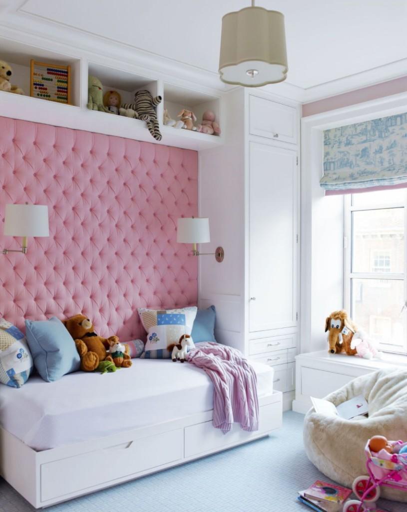 Розовая отделка стены над кроватью для девочки