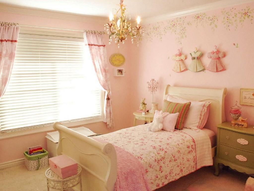 Розовые обои в спальне девочки дошкольного возраста
