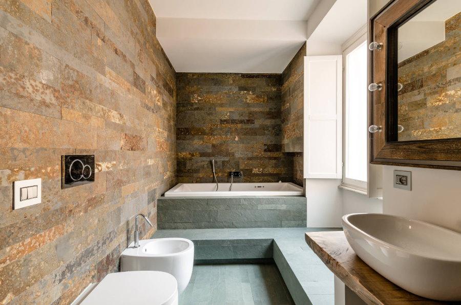 Плитка под старый металл в ванной совмещенного типа