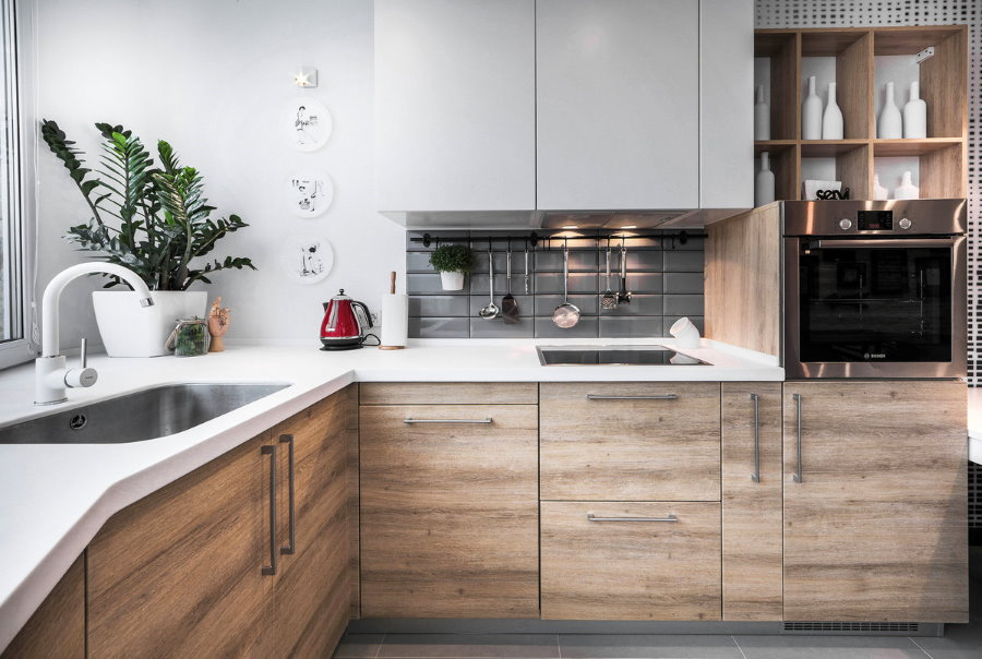 Серо-коричневые фасады кухонной мебели