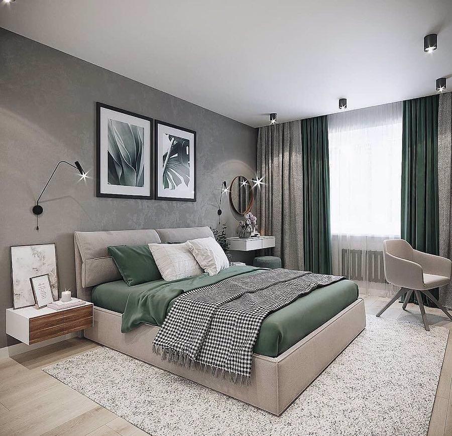 Зеленые шторы в серой спальне